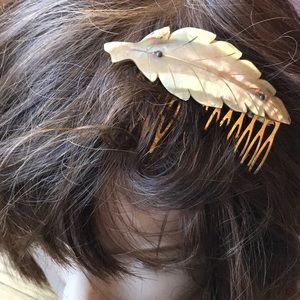 VTG MOTHER OF PEARL HAIR COMB